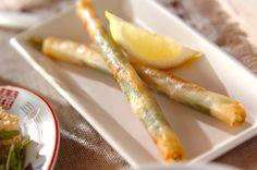 春巻きの皮に大葉、生ハムを巻いてカリッと揚げました。スティック状だから食べやすい。アスパラと生ハムのスティック春巻き[洋食/揚げもの]2010.09.20公開のレシピです。