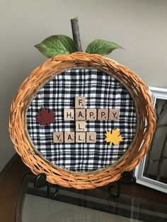 Make a unique pumpkin sign using a straw picnic plate holder and some scrabble tiles! Paper Plate Basket, Paper Plate Holders, Fall Sewing Projects, Easy Craft Projects, Craft Ideas, Scrabble Letter Crafts, Scrabble Tiles, Pumpkin Crafts, Fall Crafts