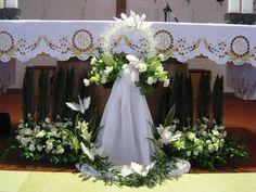 Church Flower Arrangements, Beautiful Flower Arrangements, Floral Arrangements, Church Wedding Flowers, Altar Flowers, Church Altar Decorations, Outdoor Wedding Decorations, Flores Do Altar, Condolence Flowers