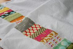 patchwork scraps to liven up plain white tea towels. Sewing Hacks, Sewing Crafts, Sewing Projects, Craft Projects, Craft Ideas, Weekend Projects, Dish Towels, Hand Towels, White Tea Towels