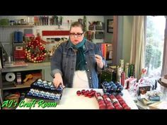 SIMPLE WAY TO MAKE YOUR OWN WREATH WITH A COAT HANGER, BULBS AND SOME RIBBON!  >>VIDEO  #Christmas Ideas #Holiday decorations