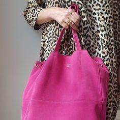 New colours, new joys! @lagarconneshoes #lagarconnevetements #lagarconneshoes #lagarçonneshoes #schweiz #still #style #bag #bagdesign #bagdesigner #fuchsia #pink #foreverpink #lagarconneaccessoires #züri #zurich #biel #bienne #bielbienne #leopard #designer #tasche #acccessories #swissbrand #suisse #switzerland #chur #dings #fashion #obssessed Chur, Social Media Branding, Zurich, Shoe Brands, Switzerland, Pink, Colours, Tote Bag, Instagram