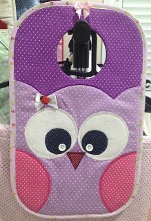 Sewing Crafts, Sewing Projects, Tutorial Diy, Crazy Patchwork, Hanging Organizer, Cute Owl, Felt Fabric, Sewing Patterns Free, Felt Flowers