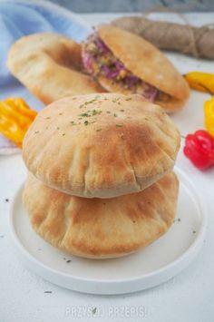 Pita Gyro Pita, Tortilla Pizza, Calzone, Naan, Pitta, Hamburger, Good Food, Food And Drink, Grilling