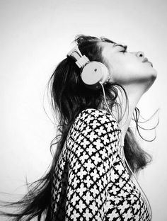 Push It – Anais Pouliot kicks it old school in nineties style looks for the music issue of Australian glossy, Oyster Magazine. Photographed by Benny Horne… I Love Music, Music Is Life, New Music, Good Music, Music Mix, Girl With Headphones, Music Headphones, Oyster Magazine, Mala Persona