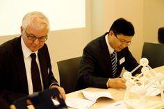 Materialise y la Alianza China de Tecnología de Impresión 3D firman un acuerdo de colaboración http://www.print3dworld.es/2013/12/materialise-y-la-alianza-china-de-tecnologia-de-impresion-3d-firman-un-acuerdo-de-colaboracion.html