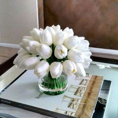 Below are the Tulips Arrangements Ideas For Spring Home Decor. This post about Tulips Arrangements Ideas For Spring Home Decor … Tulpen Arrangements, Fake Flower Arrangements, Silk Arrangements, Home Flowers, Faux Flowers, Flowers Garden, Spring Home Decor, Flower Bouquet Wedding, Amazing Flowers