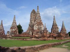 Ayuttaya World Heritage Tour-Private Tour (5 Person up)   Ayutthuya founded c. 1350.It became the second Siamese capital after Sukhothai. It was destroyed by the Burmese in the 18th century. Its remains, characterized by the prang (reliquary towers) and gigantic monasteries,