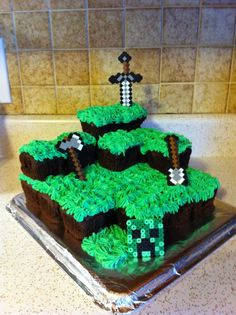 Minecraft cake- square cupcakes stacked w/grass frosting EZ Pastel Minecraft, Easy Minecraft Cake, Minecraft Cupcakes, Minecraft Birthday Cake, Birthday Fun, Birthday Parties, Birthday Cakes, Birthday Ideas, Square Cupcakes