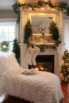 Unique Christmas Lights Bedroom Decor Ideas To Copy – All For Decoration Shabby Chic Christmas, Woodland Christmas, Farmhouse Christmas Decor, Cozy Christmas, Country Christmas, Outdoor Christmas, White Christmas, Minimalist Christmas, Christmas Lounge