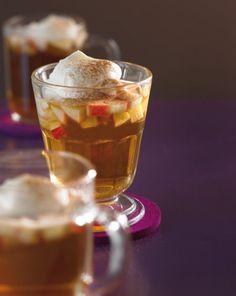 Apfelpunsch: Mit Weißwein und Amaretto genau das Richtige für einen gemütlichen Abend.