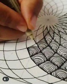 Easy Doodle Art, Doodle Art Designs, Doodle Patterns, Easy Zentangle Patterns, Line Patterns, Doodle Art Drawing, Zentangle Drawings, Pencil Art Drawings, Mandala Drawing
