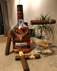 The whisky 101   KEPLER World Magazine #keplerworld #kepler #themoderngentlemen Good Cigars, Cigars And Whiskey, Bourbon Whiskey, Bourbon Drinks, Irish Whiskey, Scotch Whisky, Triple Sec, Premium Cigars, Cigar Bar