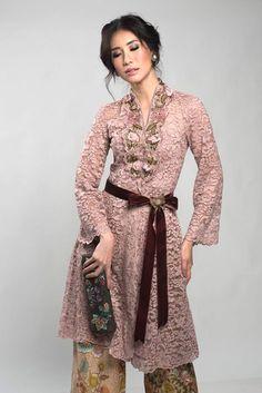 Kebaya Pramesti Krem – Home | AnneAvantieMall.com Vera Kebaya, Kebaya Lace, Kebaya Dress, Batik Kebaya, Batik Dress, Kimono, Kulot Batik, Kebaya Modern Hijab, Kebaya Hijab