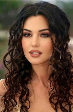 Most Beautiful Faces, Beautiful Women Pictures, Beautiful Celebrities, Beautiful Eyes, Gorgeous Women, Brunette Beauty, Hair Beauty, Woman Face, Pretty Face