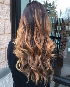 long curly hairstyle | dirty blonde | honey caramel | balayage | dark root | with hair extensions