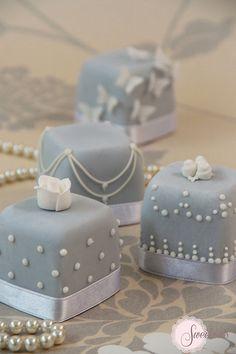Mini Cake. Tiffany mini cakes.  www.sweetnessonline.co.uk