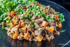 Helppoa arkiruokaa jääkaapin jämistä – Jauheliha-kasvispannu /// Jääkaappiin lojumaan jääneistä kasvisjämistä syntyy helposti hyvää arkiruokaa. Katso emännän vinkit herkullisen, yhden pannun jämäruoan valmistukseen. Tai kokeile porkkanasta, tomaatista ja pinaati… Ethnic Recipes, Food, Meals, Yemek, Eten