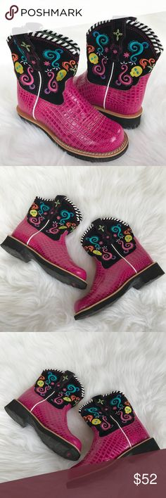 Ariat Girl's Sugar Skull Embroidered Western Boots Ariat Girl's Sugar Skull Embroidered Western Boots in Hot Pink & bright beautiful embroidery! Adorable girls riding boots! Size 13.5. Excellent used condition!! LW2662110517 Ariat Shoes Boots