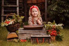 Stories - Рябиновая осень - Детский и семейный фотограф Мария Ковалевская - осенняя фотосессия девочки на улице
