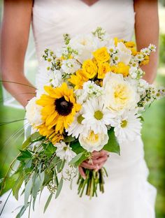25 Yellow Wedding Bouquets | SouthBound Bride www.southboundbride.com Credit: Casey Durgin
