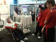 Indirect calorimetry test demonstration with Fitmate GS and canopy hood at COSMED booth with one young footballer of Liverpool Football Academy during 2013 ECO Congress in Liverpool. | Flickr – Condivisione di foto!