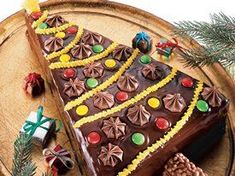 Looking for a delicious dessert? Then check out this cream glazed, vanilla frosted brownie torte that's baked using fudge brownie mix and decorated with candies and chocolate! Christmas Tree Cake, Merry Christmas, Christmas Goodies, Christmas Desserts, Holiday Treats, Christmas Treats, Christmas Recipes, Christmas Time, Holiday Recipes