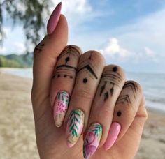 Pretty long summer nails ideas 2018. Love the flamingo and palm tree art for beach! So simple and classy! Love it! #summernails #summerstyle #nails #nailartdesigns #nailart #flamingo #beach