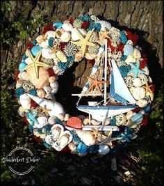 Nautical Wreath, Seashell Wreath, Seashell Art, Seashell Crafts, Wreath Crafts, Diy Wreath, Mesh Wreaths, Seaside Decor, Coastal Decor