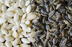 Como remover as cascas das sementes de ábobora e girassol em sua casa | eHow Brasil