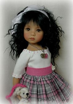 such a pretty doll.  wish she was smiling.  what a beautiful, beautiful, beautiful doll.  I want to hug and kiss her. IMHO she looks like she just stopped crying