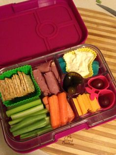 Healthy School Lunches, School Lunch Box, Bento Box Lunch, Lunch Snacks, Plastic Lunch Boxes, Bento Ideas, Healthy Food, Healthy Recipes, Yummy Yummy