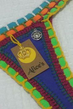Alice's biquíni <br>Biquíni neo com Crochê e elástico Colorido <br> <br>Tamanhos : P-36/38 M-40 /42 G-44 <br> <br>Modelo da calcinha: <br>Fechado ou lacinho (aberto) <br> Fio dental e normal <br> <br>Modelos do sutiã: de amarrar ou fechado (original) <br> <br>Podemos fazer tamanhos diferentes no conjunto. <br>Tamanhos: P, M, G . <br> <br>Qualquer dúvida estamos à disposição: <br> (71) 9131-1424 (whatSapp) <br> <br> <br>Cores: Azul turquesa, amarelo ouro, rosa neon, melancia neon, azul… Crochet Diy, Crochet Bikini, Halter Bikini, Alice, Macrame, Crochet Necklace, Swimsuits, Diy Projects, Stripes