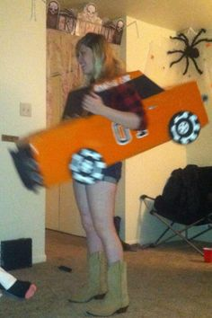 Daisy duke in her general Lee