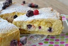 Pastry tart with mascarpone cream and berries - Crostata con mascarpone crema pasticceria e frutti di bosco Cherry Desserts, Just Desserts, Delicious Desserts, Bakery Recipes, Gourmet Recipes, Sweet Recipes, Italian Desserts, Italian Recipes, Entree Recipes