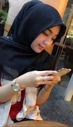 Hijab Style Dress, Hijab Chic, Beautiful Girl Indian, Beautiful Hijab, Video Hijab, Hollywood Actress Name List, Moslem, Hollywood Heroines, Muslim Beauty