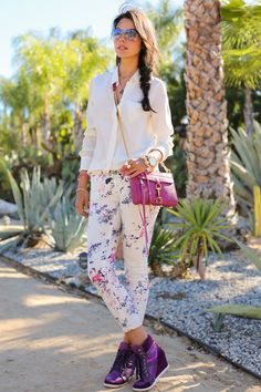 Great look. #street #urban #fashion #style #outfit #printjeans #prints #floral #floraprint #accessories #details #shoes #effortless #weekend #casual