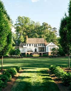 my future house Home to Anne and Rob Schleusner and their three teens, this Myers Park garden appeals to all agesthe couple, their children and their neighbors and guests. Dream Home Design, My Dream Home, House Design, House Ideas, Dream House Exterior, House Exteriors, House Goals, Dream Garden, House With Garden