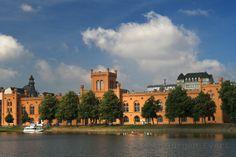 Das Arsenal in Schwerin vom Pfaffenteich aus gesehen