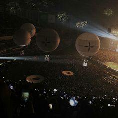 I believe we can fly Night Aesthetic, Kpop Aesthetic, K Pop, Dark Feeds, Dark Paradise, Fandom, Moon Child, Kugel, Bts Photo