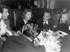 The couples Robert Taylor & Barbara Stanwyck and André De Toth & Veronica Lake have dinner together 1947 Hollywood Party, Vintage Hollywood, Classic Hollywood, In Hollywood, Veronica Lake, Verona, Barbara Stanwyck Movies, Louella Parsons, I Robert