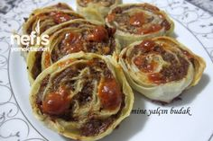 Yufkalı Rulo Köfte Tarifi Meatball Recipes, Meat Recipes, Dinner Recipes, Turkish Recipes, Ethnic Recipes, Turkish Kitchen, Turkish Delight, Meatless Monday, Mediterranean Recipes