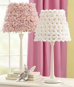 DIY Pottery Barn Flower Lamp Shades - Turning ugly old garage sale lamps in to adorable works of decorating genius? Pottery Barn Kids, Decoration Shabby, Kids Lamps, Diy Home Decor, Room Decor, Flower Lamp, Diy Flower, Diy Casa, Little Girl Rooms