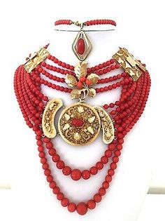 177.7gr. natural red coral necklace with gold collection