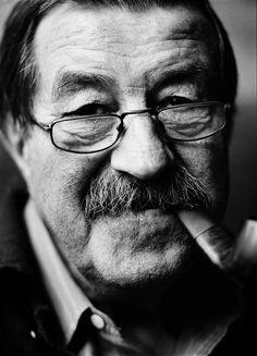 """Günter Grass, 2002 -by Jim Rakete """"Doppelportrait der Fotografin Renate Höllerer gewidmet Alle Köpfe im Ausschnitt gewinnen. Wenn ein Hai im Profil durch das Bild schwimmt. Oder auch Haare extra bei..."""