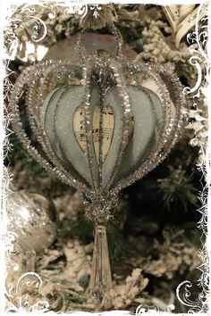 There is a tutorial to learn how to make this ornament - another thing on my to-do list!