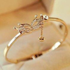 Indian Gold Jewelry Near Me Fancy Jewellery, Stylish Jewelry, Cute Jewelry, Jewelry Sets, Jewelry Trends, Hand Jewelry, Womens Jewelry Rings, Women Jewelry, Jewelry Bracelets