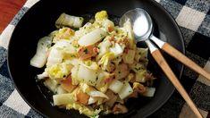 大庭 英子さんの白菜を使った「白菜とツナの炒めサラダ」のレシピページです。白菜をオリーブ油とツナ缶の油で炒め、酢を加えてさっぱりと。白菜にツナのうまみがなじみ、手軽なのに奥深い味わいです。 材料: 白菜、ツナ、オリーブ油、パセリ、塩、こしょう、酢 Pasta Salad, Ethnic Recipes, Sign, Food, Google, Crab Pasta Salad, Essen, Signs, Meals