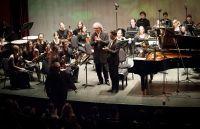 В понедельник 14 апреля в Камерном зале Московского международного Дома музыки прошел концерт пианистов Эдуарда Кунца, Александра Гринюка и оркестра «Гнесинские виртуозы».