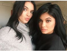 Kylie Jenner plays with windmachine on fashion photoshoot with Kendall Kendall Jenner, Estilo Kylie Jenner, Estilo Kardashian, Kylie Jenner Makeup, Kardashian Family, Kylie Jenner Style, Kardashian Style, Kardashian Jenner, Kardashian Fashion